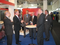 NRW Staatssekretär besucht Bioflamm-Messestand