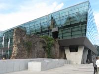 Darmstadtium mit Holzhackschnitzeln beheizt